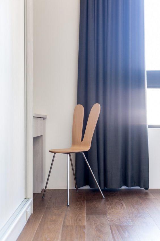 Esta cadeira de madeira original comemora realmente o material que é feito a partir de sem cair run-of-the-mill design.