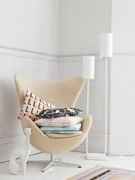 Zachte pasteltinten in een wit huis