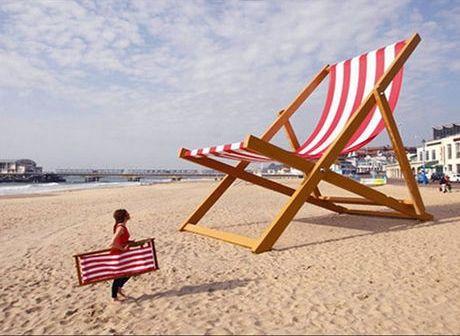 la chaise xxl de Stuart Murdoch Un transat géant en bord de mer...