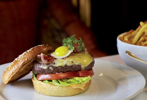 claudia-gazel-paris-na-onda-do-hamburguer-gourmet-bistro