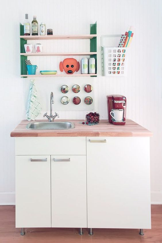 DIY Mini Kitchen