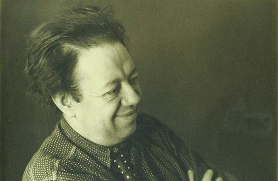 Pintor, mas sobretudo um homem de fortes convicções. Diego Rivera é um nome incontornável na história da arte moderna universal e, sobretudo, da cultura mexicana. Os seus ideais comunistas e a forte ligação ao legado do seu povo levaram-no a ressuscitar o movimento muralista, contrariando uma forma de pintura mais burguesa, destinada a uma elite. http://obviousmag.org/archives/2010/11/obras_emblematicas_de_diego_rivera.html