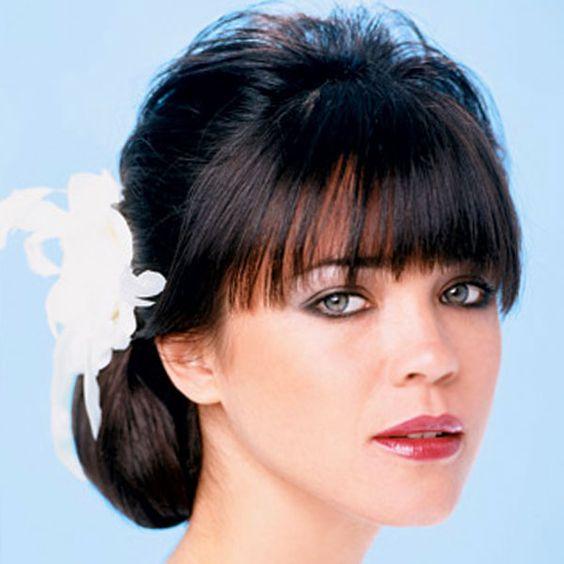 Wie eine Hochsteckfrisur für mittellanges Haar Stellen: Hochsteckfrisuren For Mittellang Hair Mit Pony ~ frauenfrisur.com Frisuren Inspiration