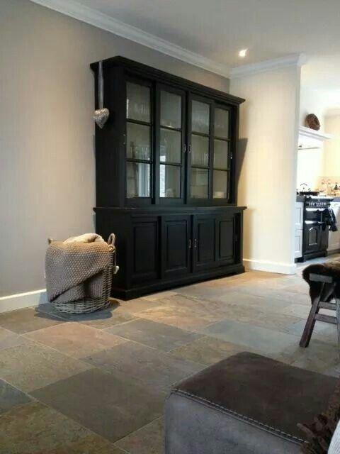 Het heeft wel wat zo 39 n zwarte kast woonkamer pinterest cabinets cupboards and black cabinets - Deco zwarte living ...