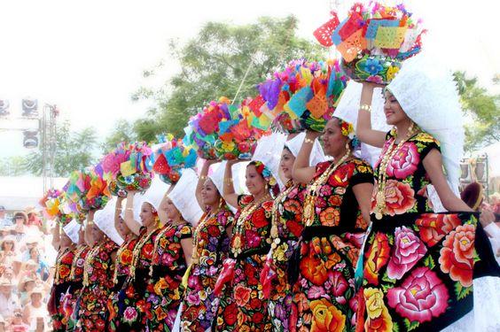 El traje de tehuana: Colores y tradición oaxaqueña