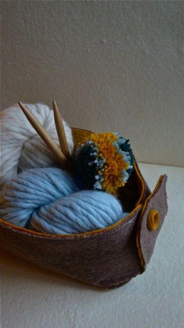 Such a cute felt basket! Pefect rainy day project.
