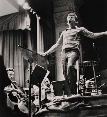 "Leonard Bernstein rehearsing Gustav Mahler's ""Resurrection"" (© Alfred Eisenstaedt) 1960"