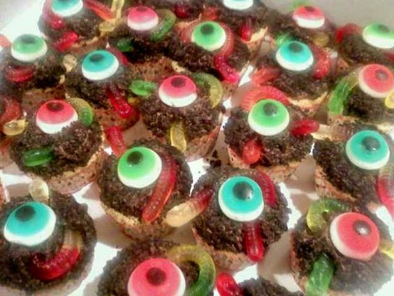- Worms-n-Dirt & Eyeball Cupcakes. Cupcakes for a friends ...