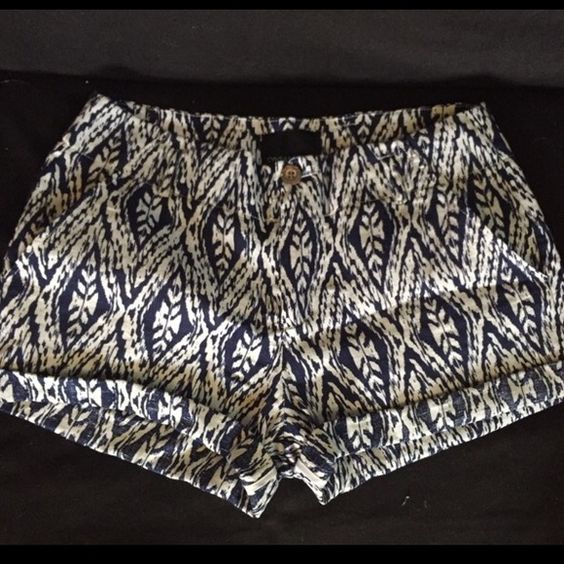 Patterned high waisted shorts Navy and white patterned high waisted shorts from TJ Maxx, size 8. You can either roll them up or leave them as their natural length! Pockets on the front are usable, but the back ones are just for show. Only worn a few times, no flaws. Cynthia Rowley Shorts