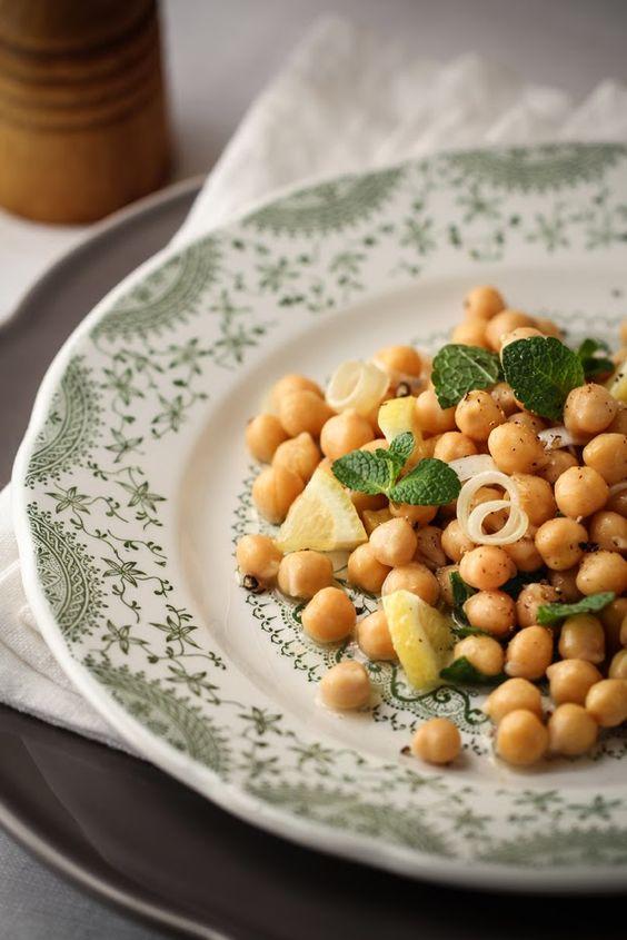 - VANIGLIA - storie di cucina: insalata di ceci cipollotti limone e menta