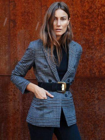 Pour féminiser nos blazers à carreaux, on n'hésite pas à les ceinturer taille haute
