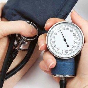 Penyakit darah tinggi adalah penyakit yang terjadi pada manusia karena arteri didiorong kuat oleh darah yang ada dala tubuh kita sehingga menyebabkan tidak terkontrolnya aliran darah yang menuju ke saraf pusat. Hal ini bisa mengakibatkan pori-pori pada tubuh kita pecah dan sangat mengganggu kesehatan pada tubuh kita. Dalam ilmu kedokteran penyakit darah tinggi disebut dengan
