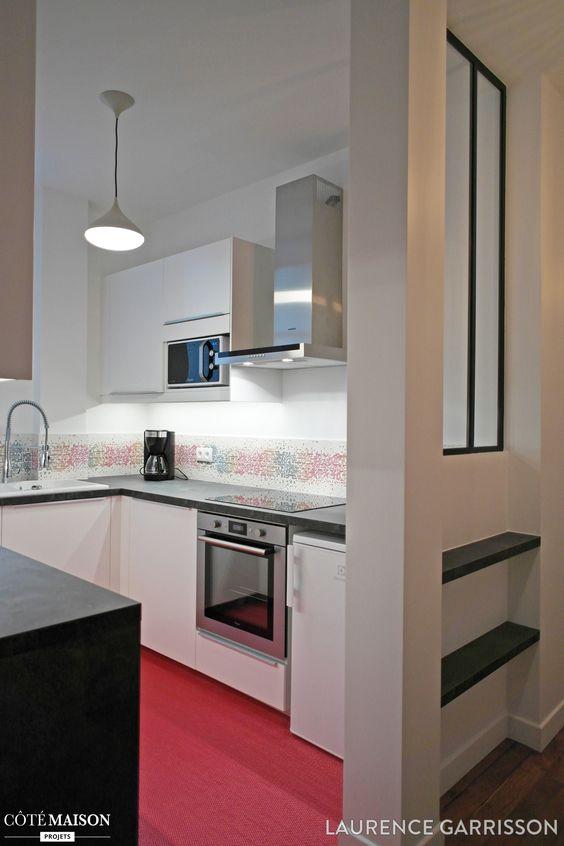 Une petite cuisine semi ouverte avec verri re d 39 int rieur - Cacher cuisine ouverte ...