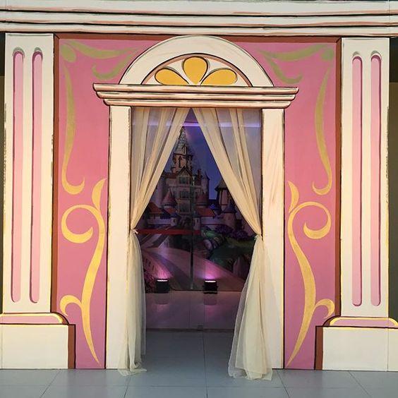 Entrada maravilhosa pelas mãos do meu amigo @tocantins_artes #amoquefaco #festas #ginamondego #princesasofia #princessdofia #party #festasinfantis #festaprincesasofia #decoraçãoinfantil