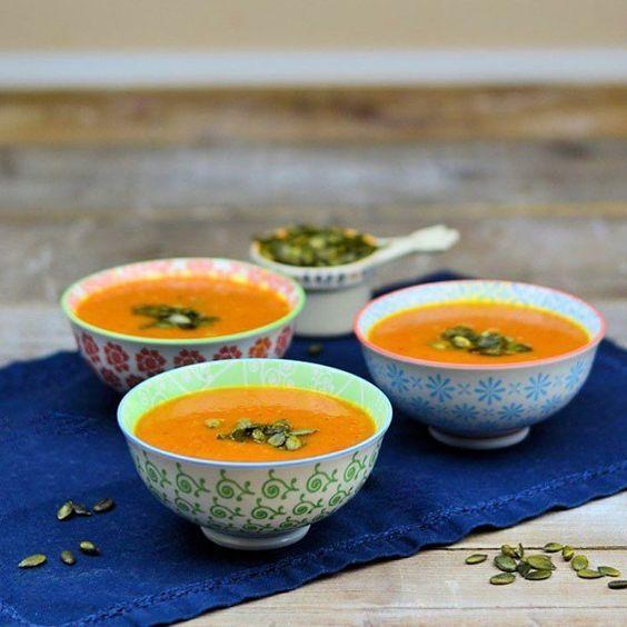 Wir essen heute eine roasted Paprika Suppe die ist suuuuper lecker  #peppersoup #paprikasuppe #roastedpeppers #soup #suppe #rezeptaufdemblog #ichliebefoodblogs @ich.liebe.foodblogs by dasknusperstuebchen