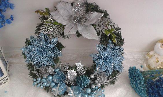 Guirlanda de Natal <br>Linda guirlanda para enfeitar sua porta nesse natal <br>Muito brilho, azul, prata