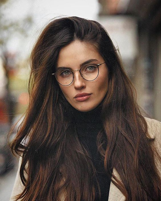Cute And Easy Medium Length Hairstyles In Summer Page 6 Of 20 Fashion In 2020 Mode Brillen 20er Mode Frauen Brillenrahmen