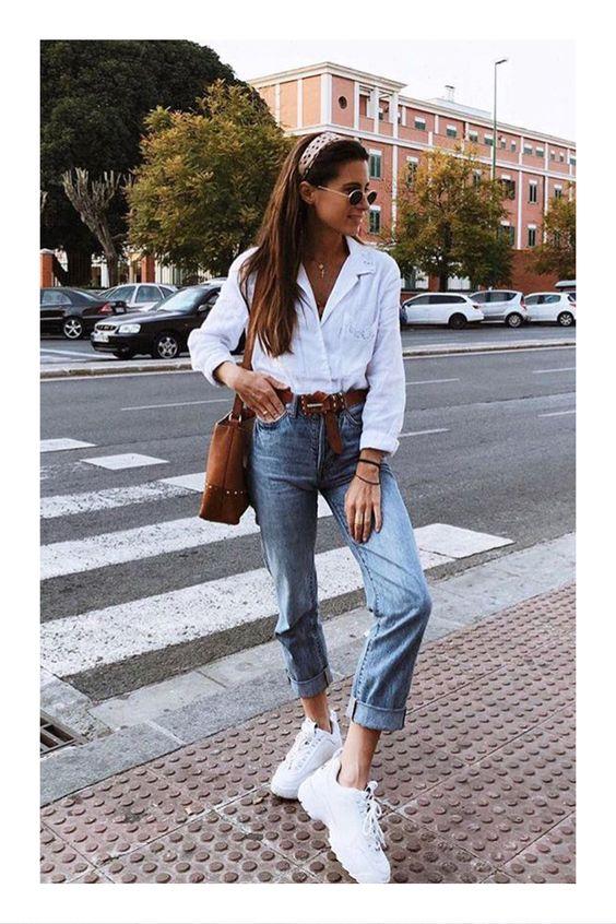 Tendencias en tenis que no pueden faltar en tu guardarropa #TiZKKAmoda #blusa #blanca #jeans #denim #mezclilla #tenis #look #lentes #fashion #cinturón