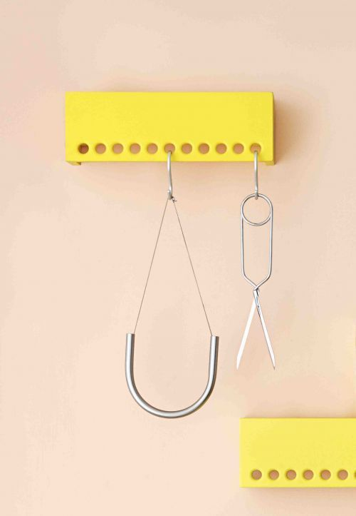 The idea behind the product has its roots in traditional Asian craftmanship. The Spring Scissors are designed with spring steel so they reshape to the original form after use and they are symmetric a...