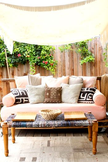 """Looks like the """"coffee table"""" is maybe topped with some recycled fabrics...maybe ties?  Idk, but I like it!: Outdoor Daybed, Coffee Table, Outdoor Furniture, Outdoor Living, Nap Outdoors"""
