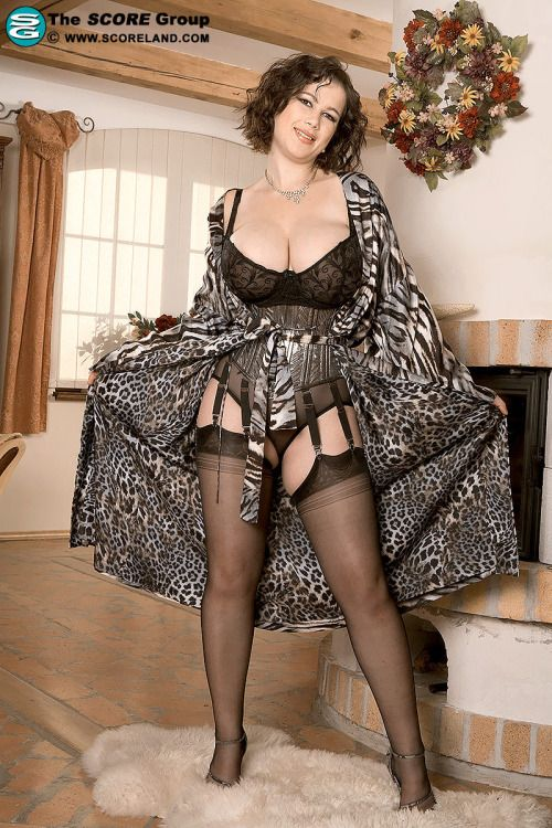 Busty Mature Stockings 112