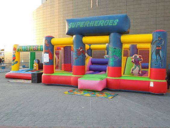 Hinchables para los más pequeños. Las actividades durante la campaña de Navidad no sólo se hacen dentro del recinto, también en los exteriores del centro comercial. ¡A disfrutar! www.ccsalera.com