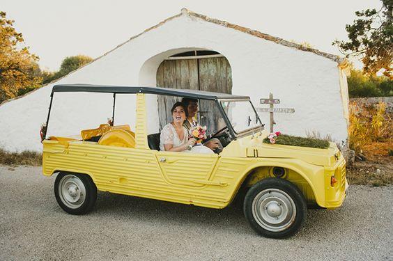 Alejandra y Mark, boda en Menorca | Así Si Quiero | mediterranean wedding mehari car coche novios just married ideas inspiration