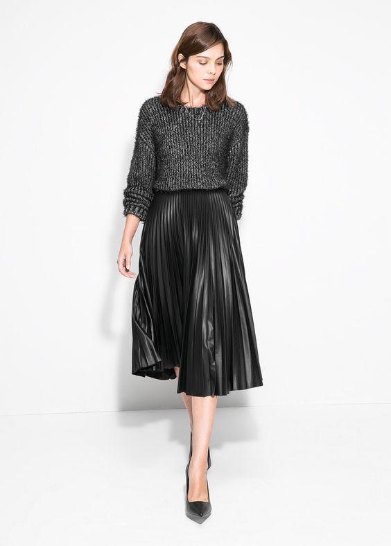 Midi pleated skirt.