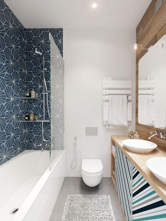 Douche ou baignoire dans la salle de bain alter ego for Pose carrelage salle de bain baignoire