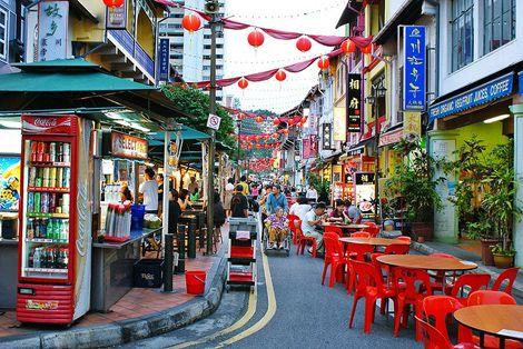 Những con phố nhỏ, hẹp của Chinatown luôn tấp nập người đi lại