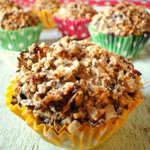 Les russian muffins aux myrtilles { Muffin Monday #36 } … fraises séchées et crumble noisettes {100% végétal} http://once-upon-a-cook.fr/les-russian-muffins-aux-myrtilles-muffin-monday-36/