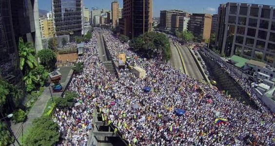 """El diputado opositor Freddy Guevara lamentó que en Venezuela se haya acabado la """"República"""" y aseguró que solo existe """"una especie de monarquía"""", ya que a"""