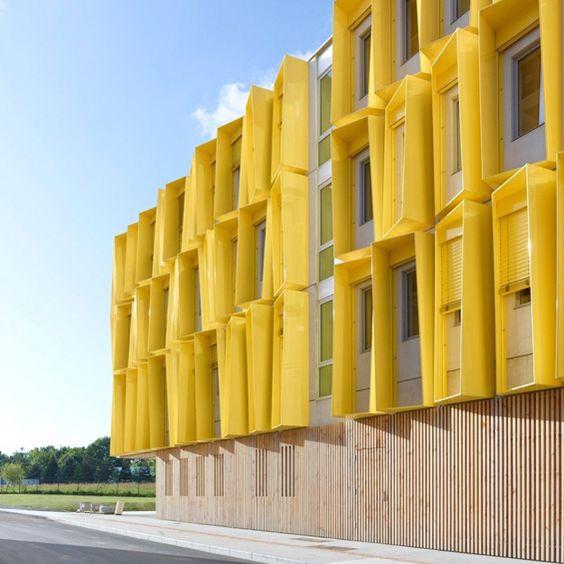 Une couleur dynamique et du bois pour accueillir les jeunes entreprises à La Chantrerie, Nantes (agence Tetrarc) - Source ArchidesignClub