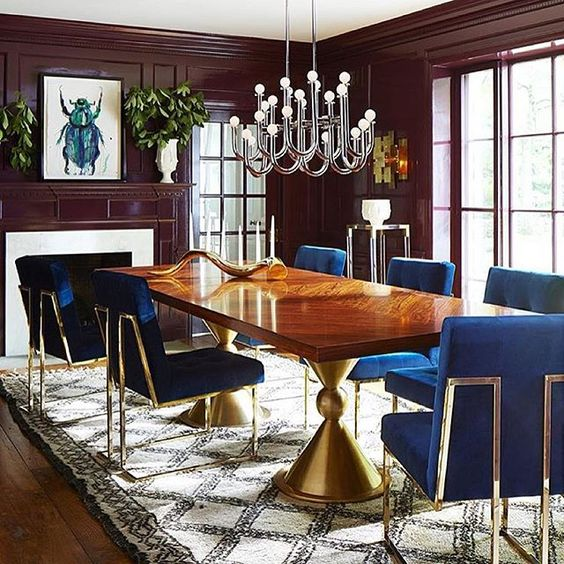 A perfect example of how modern and classical can go seamlessly together. A @jonathanadler clad dining room we would love to throw a dinner party in! Our Blue & White Nery collection would go amazingly in this room! #alchemyfinehome #interiordesign #interiors #modern #royalblue #gold #architecture #interior #instagood #instastyle #decor #furniture #jonathanadler #design #style