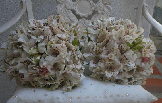 Bouquets de cortejo realizados en astroemerias variedad diamond.