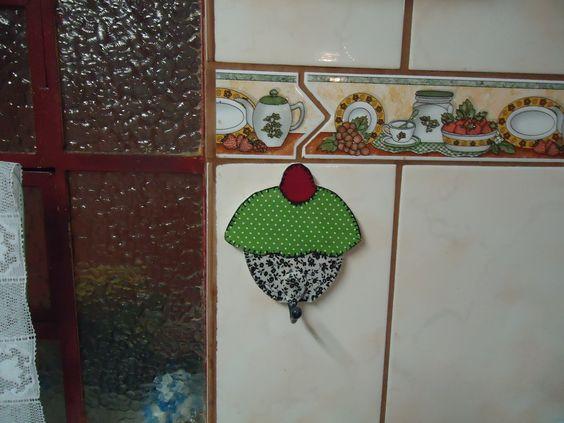 http://artesminhas-marta.blogspot.com.br/2012/04/meu-primeiro-cupcake.html