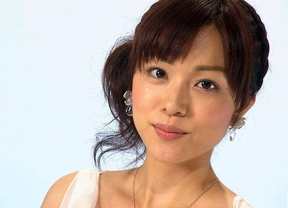 本田朋子セクシーな衣装着る若い画像