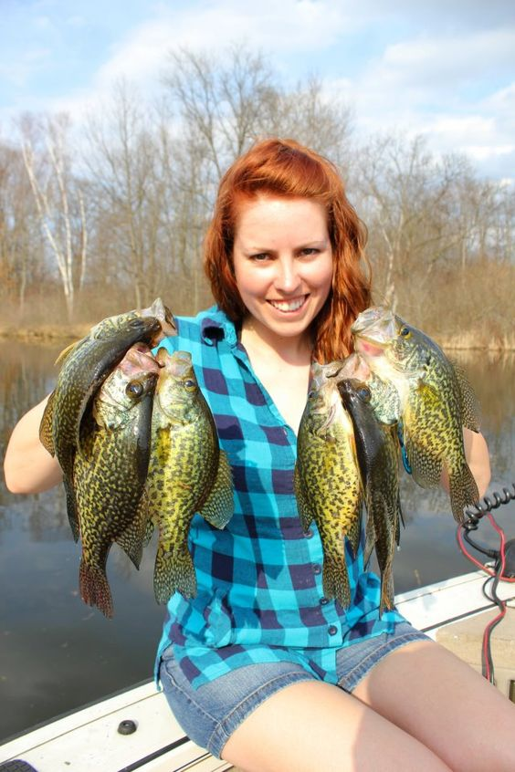 Ashley rae shelovestofish with a handful of crappie for Best crappie fishing times