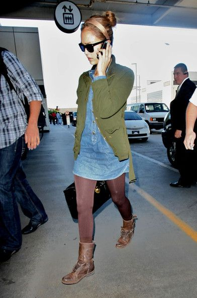 Jessica Alba, casual winter look. Combat boots.