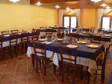 """Arredo Pub Pizzerie Ristoranti MAIERON SNC www.mobilificiomaieron.it  - https://www.facebook.com/pages/Arredamenti-Pub-Pizzerie-Ristoranti-Maieron/263620513820232 - 0433775330.  Tavoli e sedie Ristoranti, credenze, Camere da letto complete per alberghi e B&B presso """"agritursmo la tradizione """" a Fogliano  (Go). Produzione Mobilificio maieron arredo ristoranti, Arredo agriturismo, Arredo B&B. #arredoRistorantemaieron #arredoristorante #tavoliesedie  #camereB&B , #camereagriturismo"""
