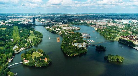 I used to live on that semi Island in the middle of #Berlin - it's called Stralau.