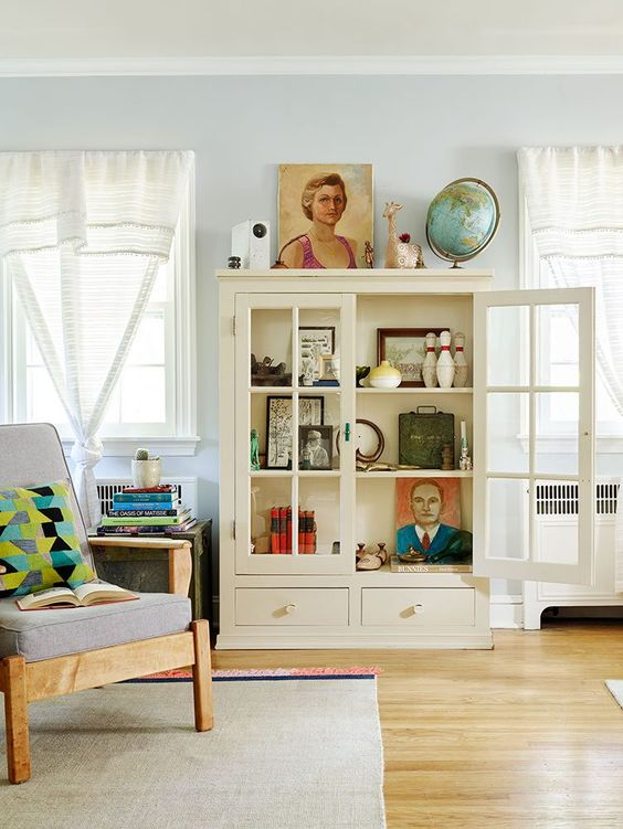 Insider's Guide: How to Decorate with Vintage Portraits