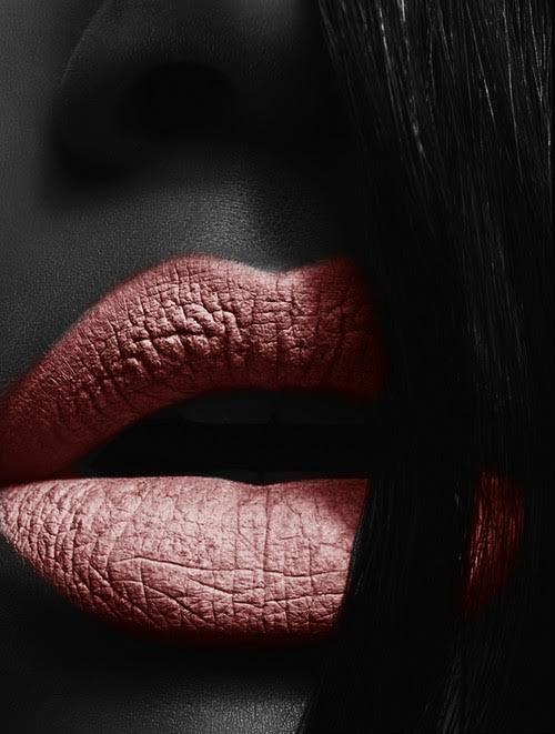 Um beijo é um segredo que se diz na boca e não no ouvido. Jean Rostand
