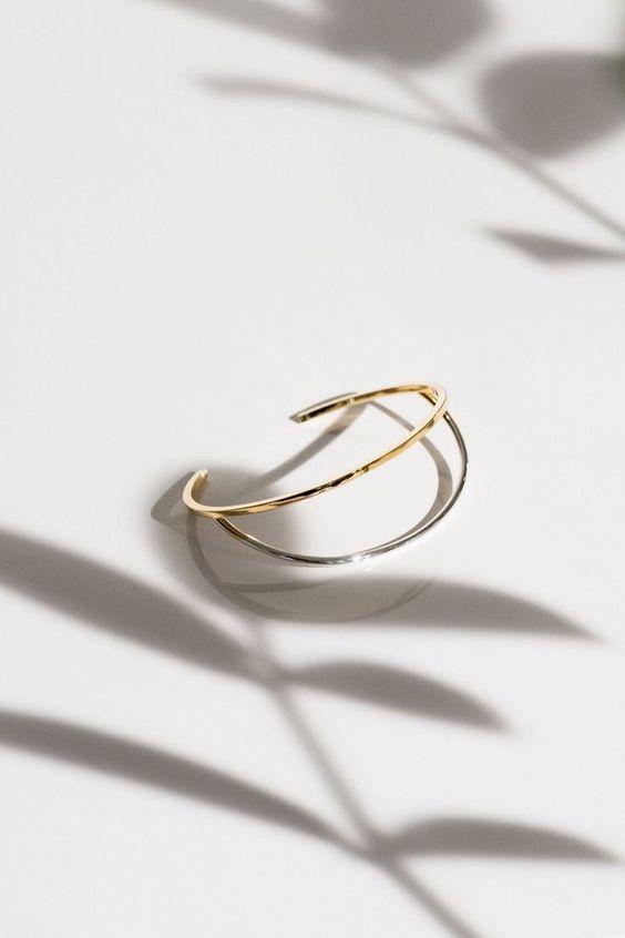 Minimalist Jewelry Brands. Minimalist jewelry, jewellery, minimal, gold, rose gold, simple wedding band, simple engagement ring, minimalist ring, minimalist bracelet, minimalist necklace, minimalist earrings, bridal jewelry, beautiful jewelry, simple jewelry. #jewelry, #jewellery, #minimal, #minimalstyle, #simplicity, #simpleweddingband, #earring, #weddingband, #necklace, #bridal, #bridaljewelry