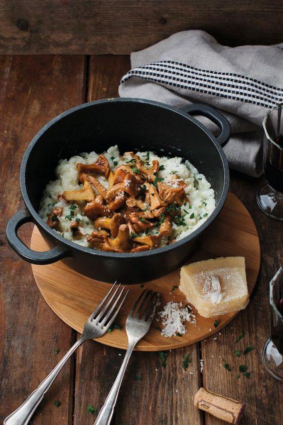 leichtes Italienisches Pilz Risotto :) mit Gemüsebrühe, Weißwein und optional Parmesan - https://ich-liebe-kaese.de/rezepte/r/italienisches-pilz-risotto.html