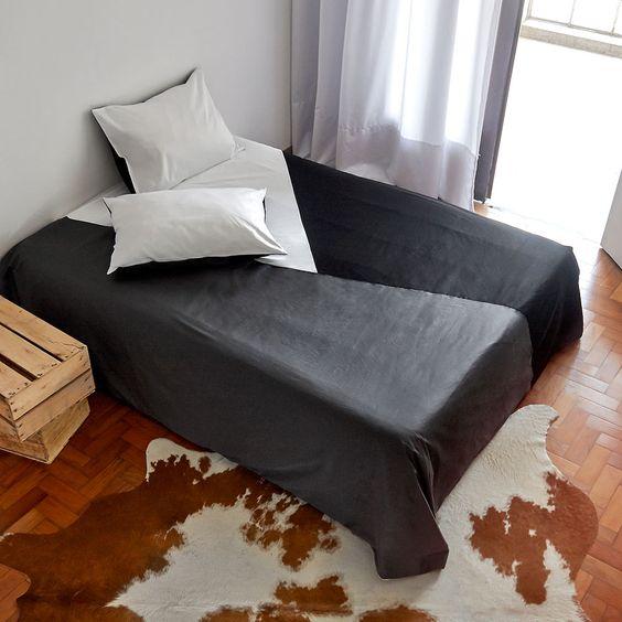 A capa de edredon é uma solução para manter a roupa de cama limpa, com praticidade e tendo a oportunidade de trocar cores e estilos sem ter que recorrer à lavanderia.  http://www.atricasa.com.br/pd-152a0f-conjunto-capa-de-edredom-queen-triangulos-03.html?ct=5c951&p=1&s=1