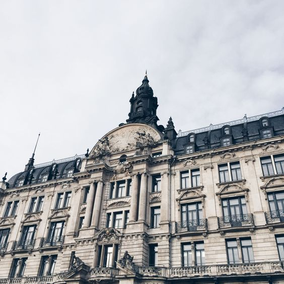 The Escape  Weekend Trip Munich. Viviane is sharing her travel experience and photos from her trip to Munich as well as her favorite spots to visit.
