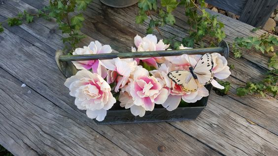 Farmhouse Style Metal Fresh Flower Caddy, Shabby Chic Garden Crate by SweetwaterFarmsTrade on Etsy