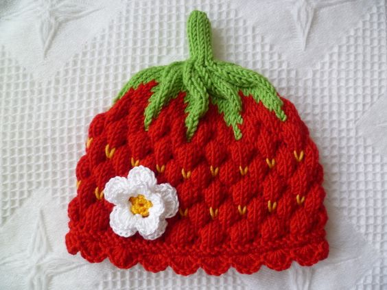 Strickanleitung für eine Erdbeermütze mit Blüte / diy knitting instruction: cute little strawberry cap, hat, babys by Sylvias-Babyschuhe via DaWanda.com
