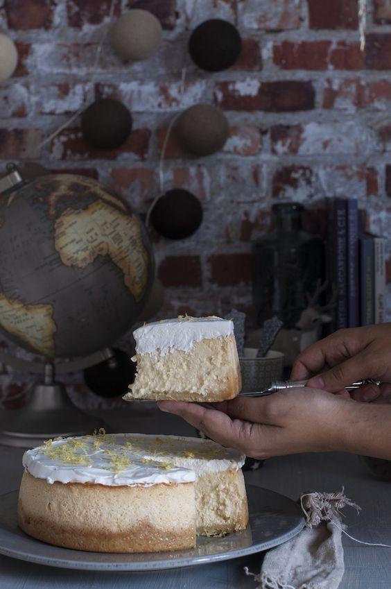 Receta de tarta de queso y limón, ideal para todo tipo de celebraciones. Es un postre perfecto. Receta muy sencilla explicada paso a paso. Receta original.